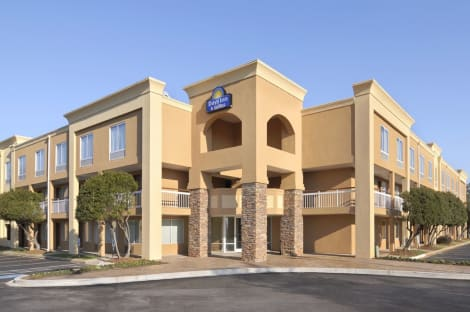Days Inn by Wyndham Greenville Hotel