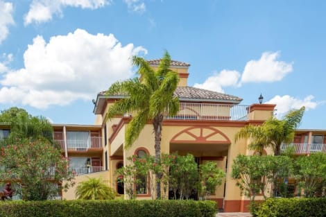 Howard Johnson by Wyndham Tropical Palms Kissimmee Hotel