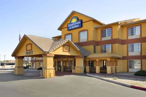Days Inn & Suites by Wyndham Surprise Hotel