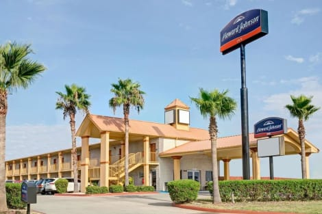 Howard Johnson by Wyndham Galveston Hotel