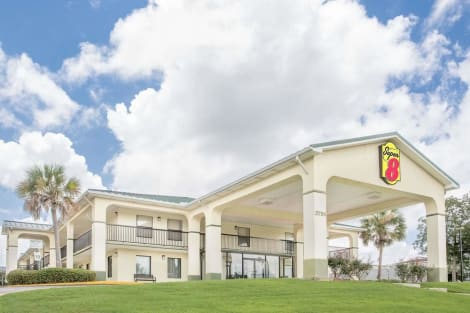 Super 8 by Wyndham Mobile Hotel