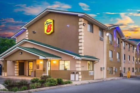 Super 8 by Wyndham Harrisonburg Hotel