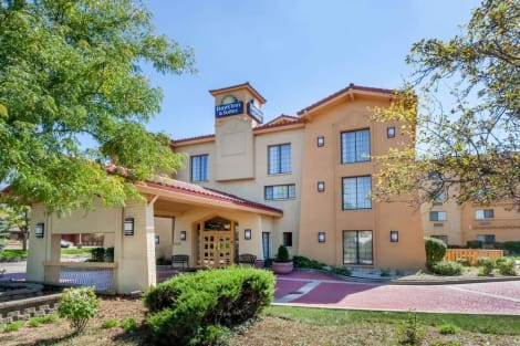 Hotel Days Inn & Suites By Wyndham Arlington Heights
