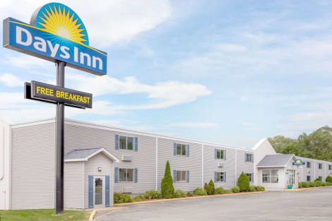 Days Inn by Wyndham Cedar Falls- University Plaza Hotel