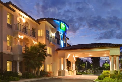 Holiday Inn Express Hotel & Suites Corona Hotel