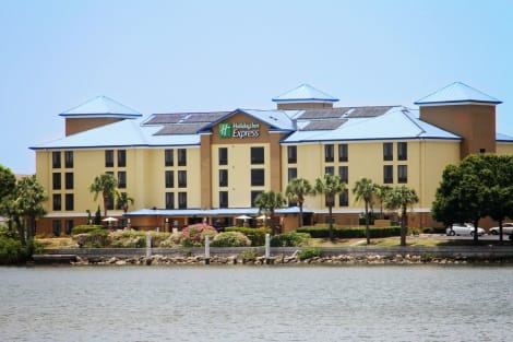 Hotel Holiday Inn Express & Suites TAMPA/ROCKY POINT ISLAND
