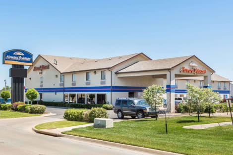 Hotel Howard Johnson by Wyndham Wichita Airport