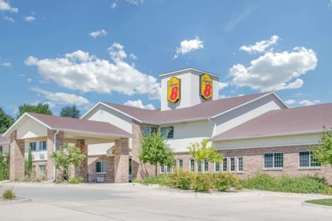 Super 8 by Wyndham Cedar Falls Hotel