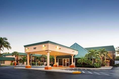 Super 8 by Wyndham North Palm Beach Hotel