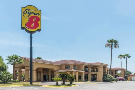 Hotel Super 8 by Wyndham Weslaco
