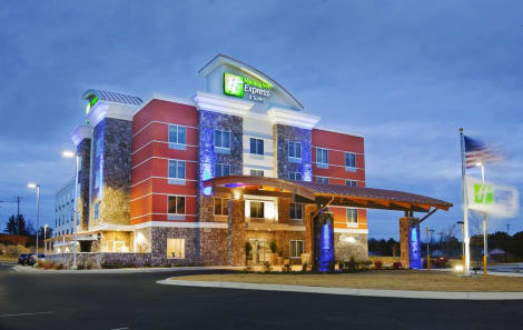 Holiday Inn Express & Suites Hot Springs Hotel