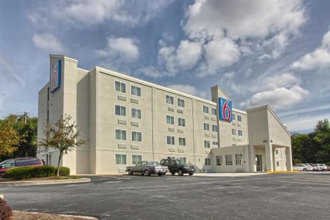 Motel 6 York North Hotel