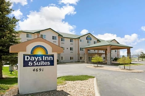 Days Inn & Suites by Wyndham Castle Rock Hotel