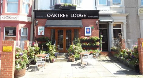 Oaktree Lodge Hostal