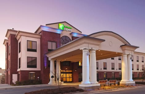 Holiday Inn Express Hotel & Suites Pine Bluff / Pines Mall Hotel