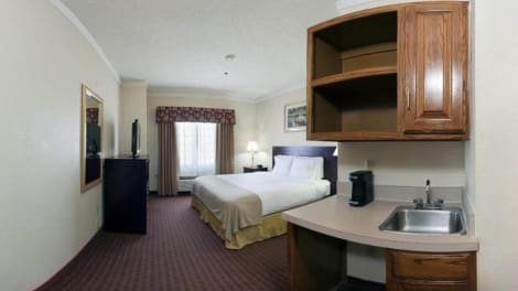 Holiday Inn Express & Suites Plainview Hotel