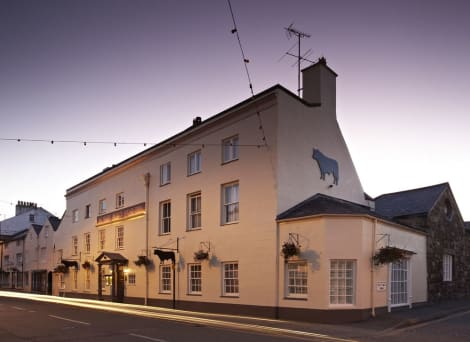 The Bull - Beaumaris Hotel