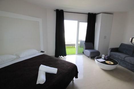 HotelRich Royal Suites