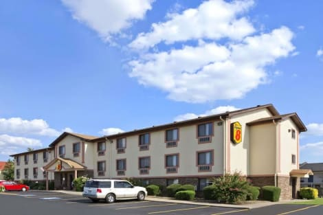 Super 8 by Wyndham Russellville Hotel