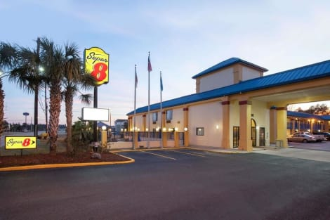Super 8 by Wyndham Hammond Hotel