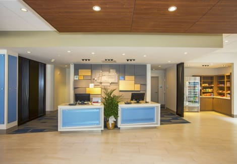 Holiday Inn Express & Suites Pittsburgh North Shore Hotel