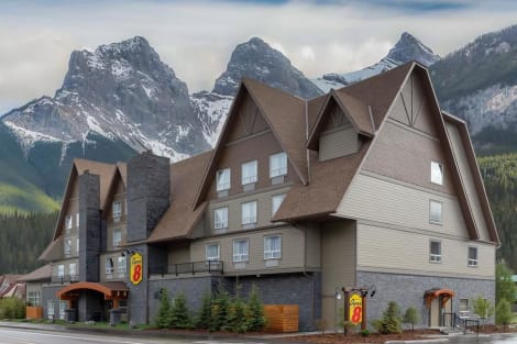 Super 8 by Wyndham Canmore Hotel