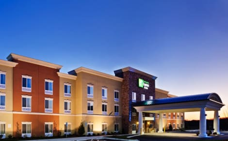 Holiday Inn Express & Suites Charlotte Southeast - Matthews Hotel