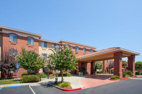 Holiday Inn Express & Suites Davis - University Area Hostal