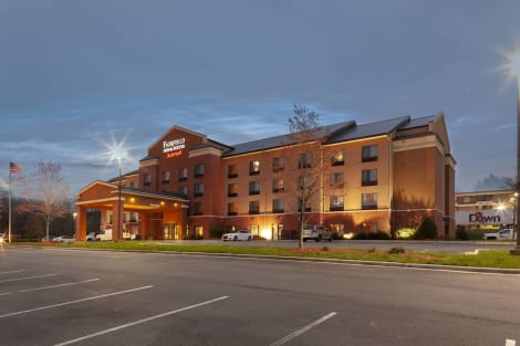 Fairfield Inn & Suites by Marriott Charlotte Matthews Hotel