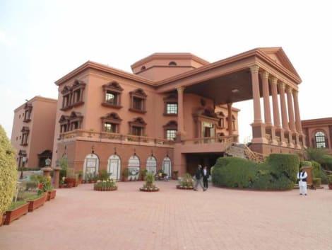 Hotel Garvaish Luxury Hotel