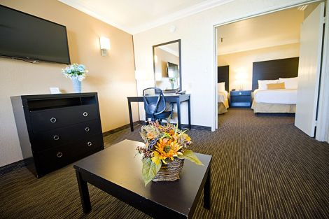 Hotel Hotel d'Lins Ontario Airport