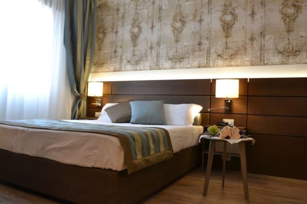 Hotel Apogia Sirio Venezia  Mestre  From  U00a347