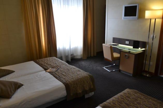Hotel Apogia Sirio Venezia  Mestre  From  U00a346