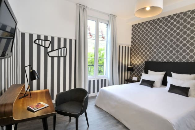 qualys hotel saumur le londres hotel saumur from 59. Black Bedroom Furniture Sets. Home Design Ideas