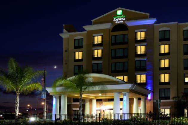 Holiday Inn Express & Suites ORLANDO - INTERNATIONAL DRIVE Hotel 1