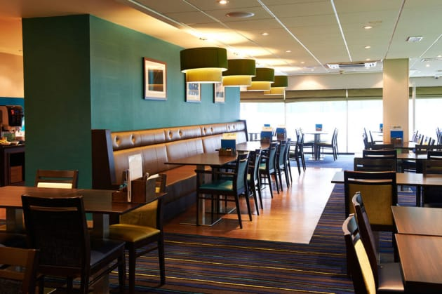 Holiday Inn Express MANCHESTER AIRPORT Hotel thumb-4