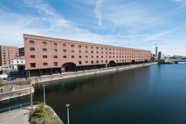 Base Serviced Apartments - The Docks Apartaments ...