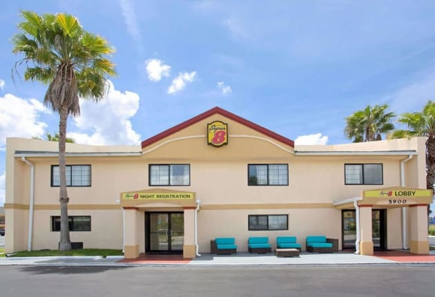 Hotel Super 8 by Wyndham Orlando International Drive 1
