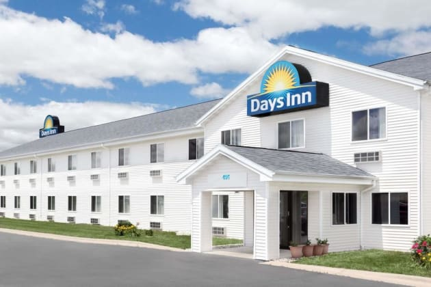 Days Inn by Wyndham Neenah Hotel thumb-1