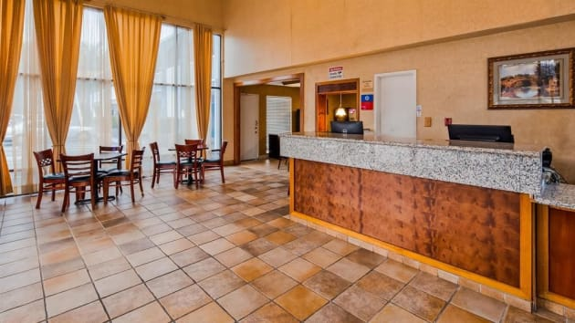 Hotel SureStay Plus Hotel by Best Western Sacramento North thumb-2