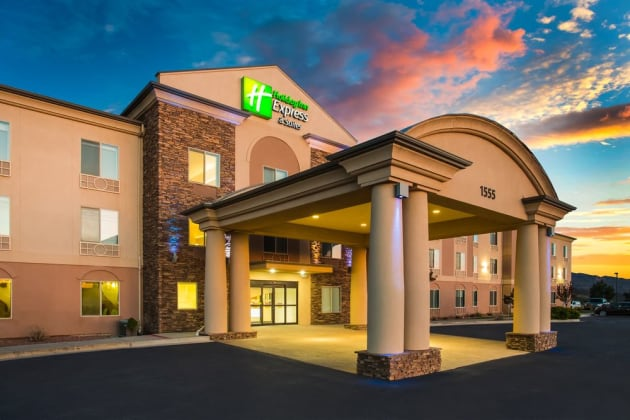 Holiday Inn Express & Suites Cedar City Hotel 1