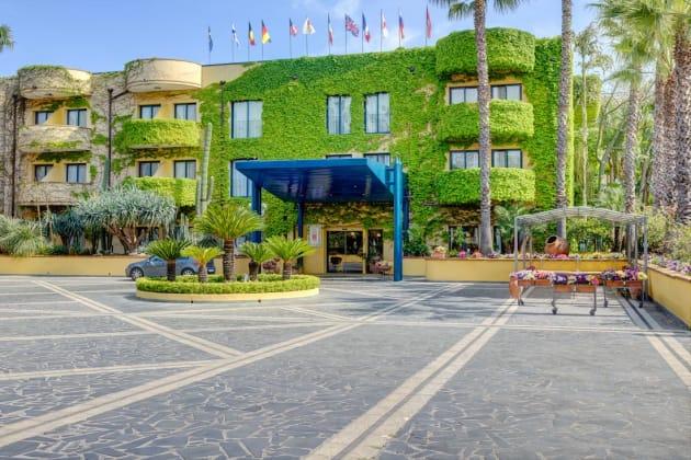 Caesar palace hotel giardini naxos from 86 - Hotel giardini naxos 3 stelle ...