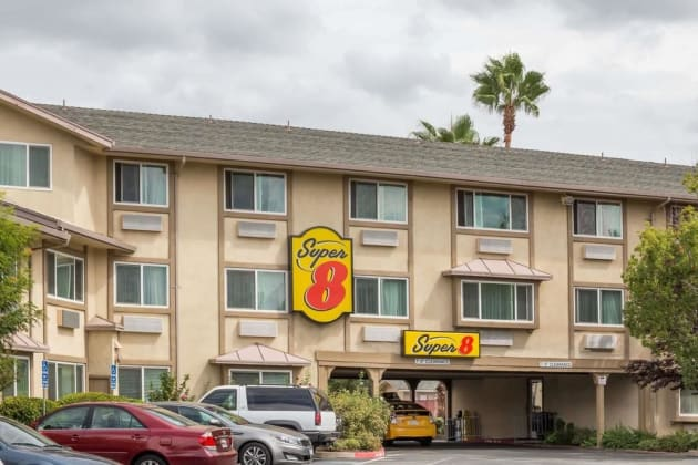 Hotel Super 8 by Wyndham Sacramento 1