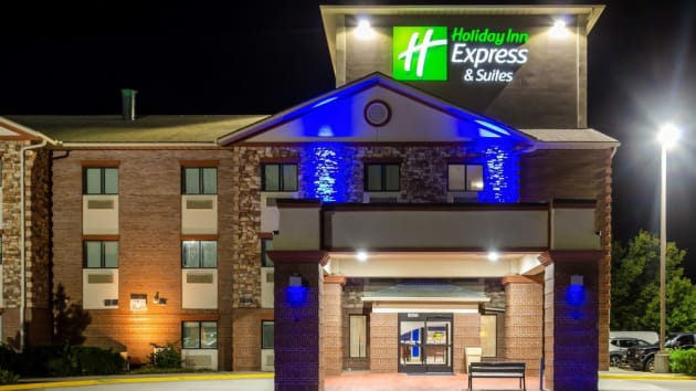 Holiday Inn Express & Suites Olathe South Hotel 1