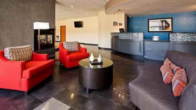 Best Western Plus Portage Hotel & Suites Hotel thumb-3