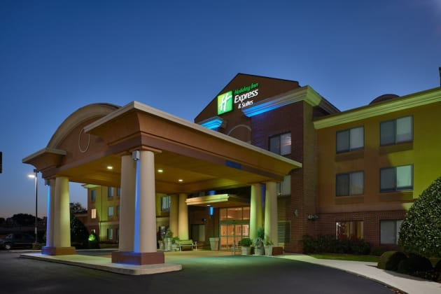 Holiday Inn Express & Suites Oxford Hotel 1