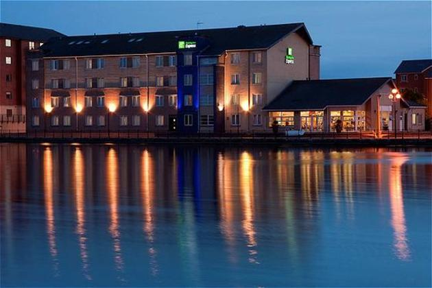 Hôtel Holiday Inn Express Cardiff Bay 1
