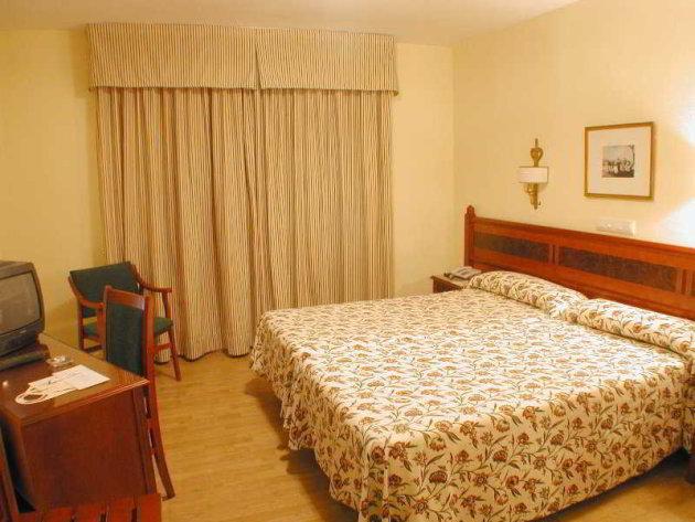 Hotel Reyes Católicos thumb-2