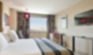 HotelContemporary 4-star hotel close to Parque de María Luisa