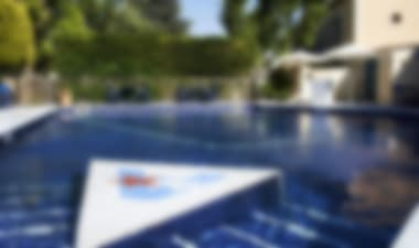 Hôtel 4 - star charming hotel with a pool close to beaches